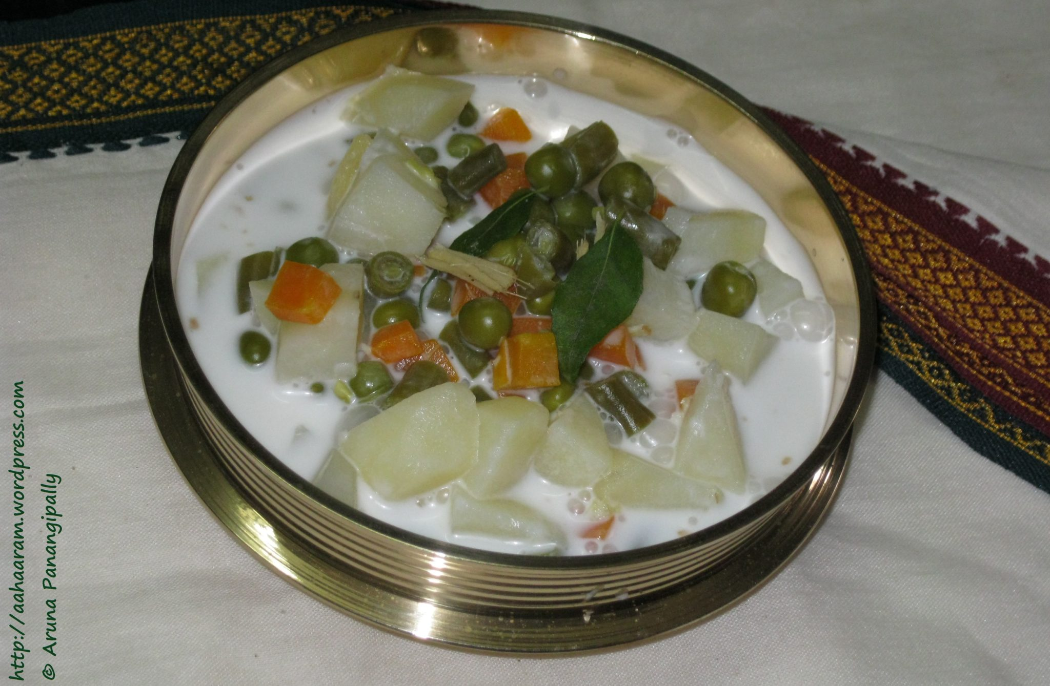 "Kerala Style Stew or ""Ishtew"" (Vegetables in Coconut Milk) - ãhãram"