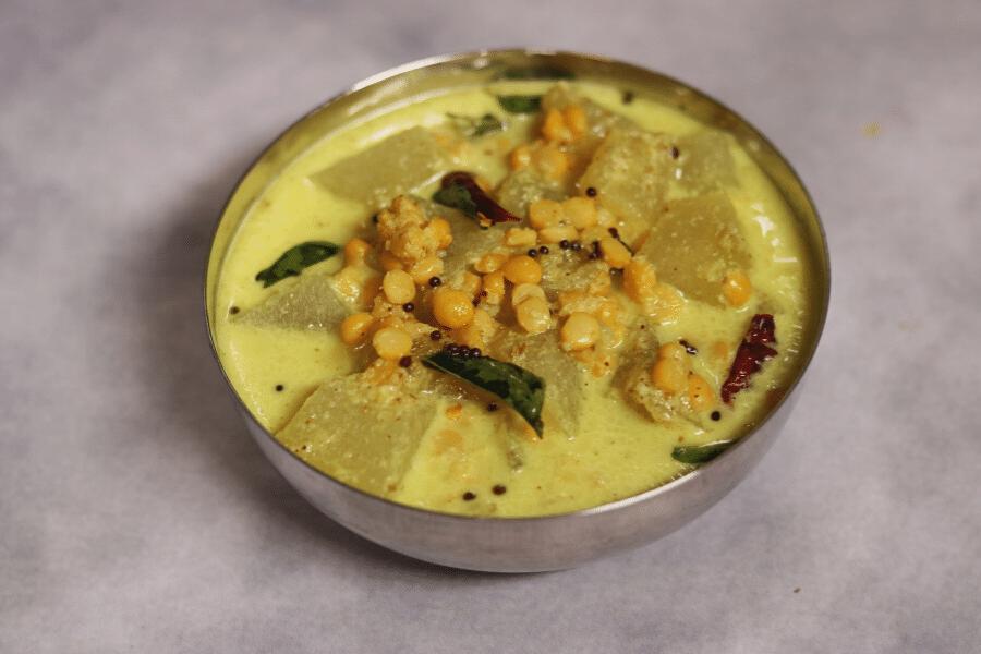 Vellai Poosanikai Kootu is a gluten-free, vegan Ash Gourd (Petha) and Split Bengal Gram (Chana Dal) cooked in a coconut paste.