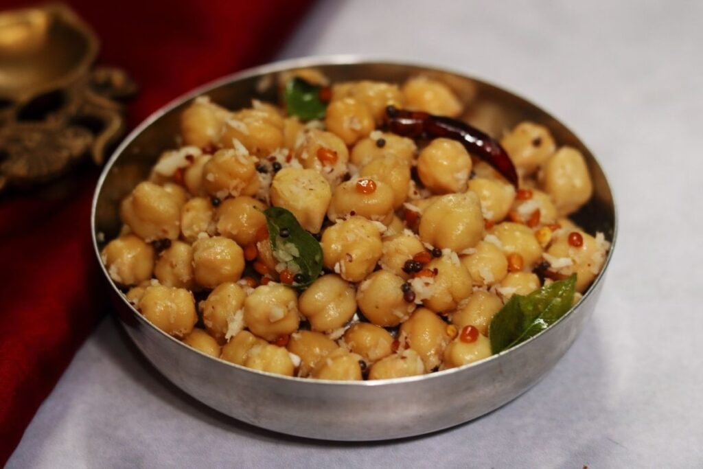 A bowl of boiled and tempered chole flavoured with coconut called Kondakadalai Sundal or Guggillu