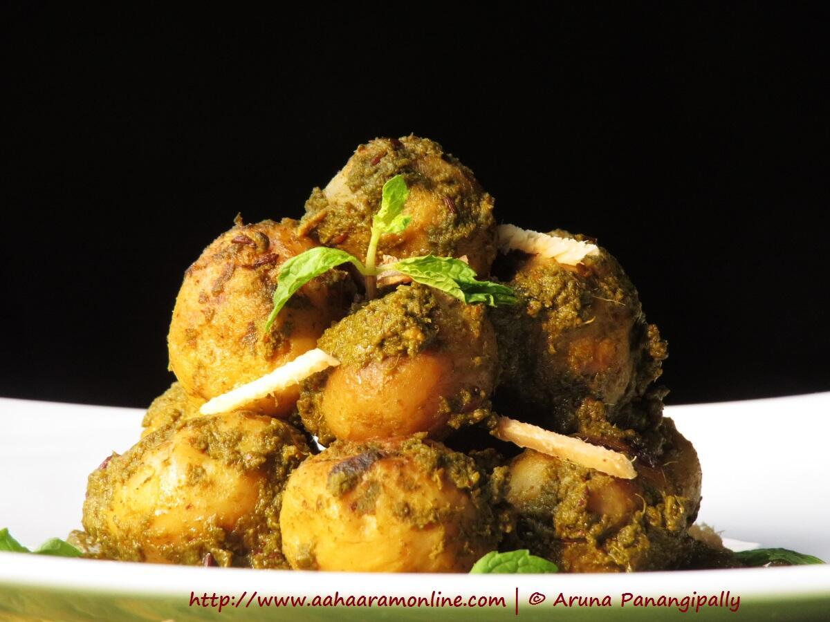 Chutneywale Aloo | Baby Potatoes in Coriander Mint Gravy