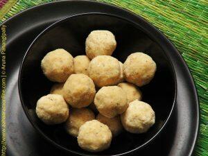 Biyyam Pindi Bellam Undalu   Rice Flour Laddu