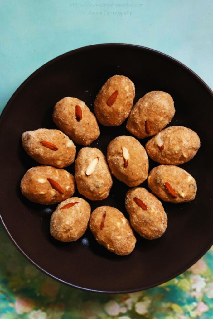 Atte ki Pinni | Wheat Flour and Dryfruit Laddus