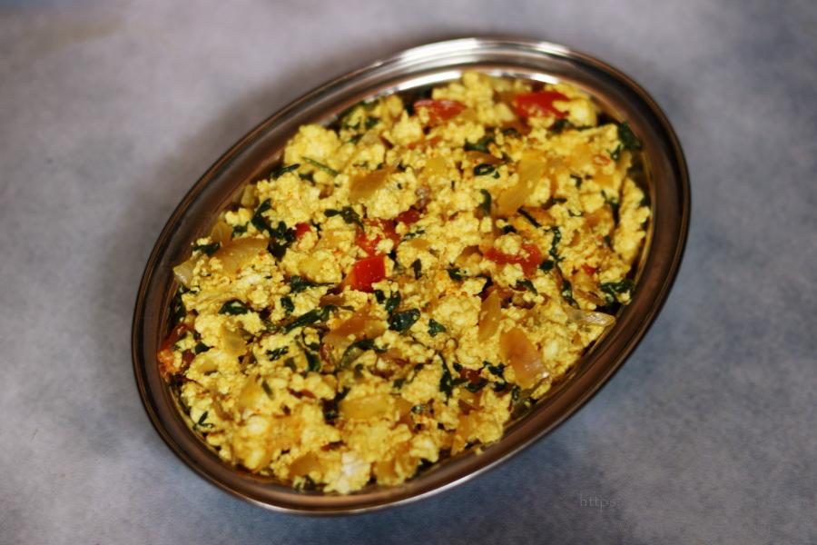 Methi Paneer Bhurji made with scrambled cottage cheese and fenugreek leaves