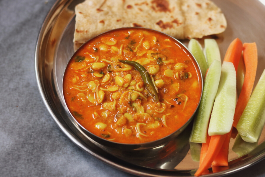Kadwe Valachi Usal is a sprouted field beans curry from the CKP community in Maharashtra