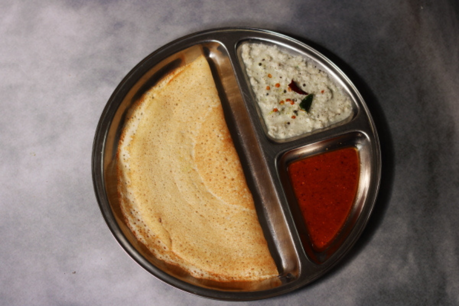 Thin and crisp no dal dosa made with rice and poha