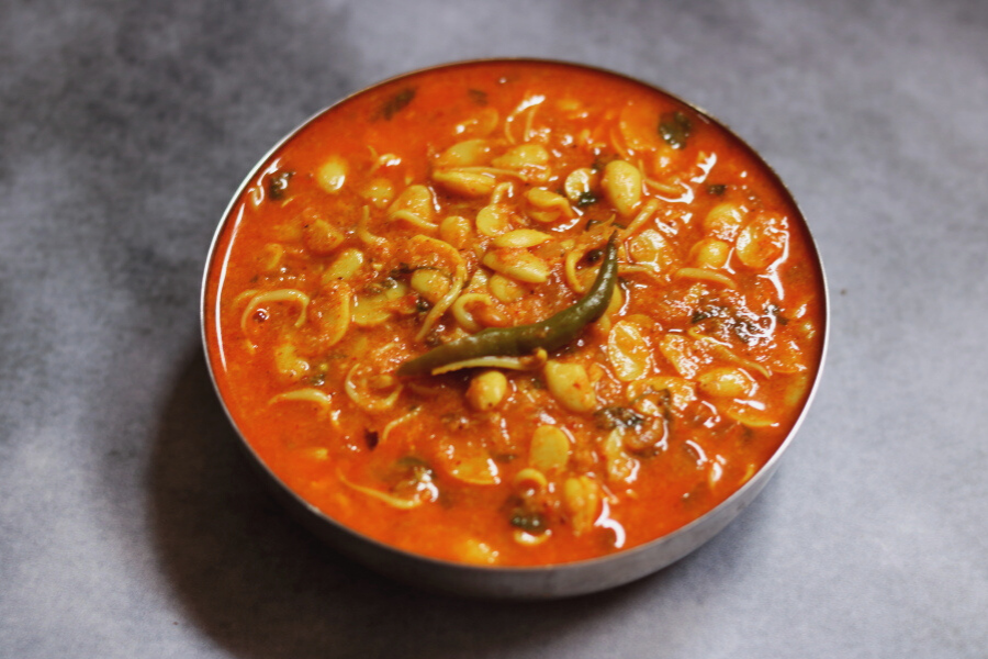 Valache Birdhe is a delicious vegan, gluten-free curry made with sprouted field beans.