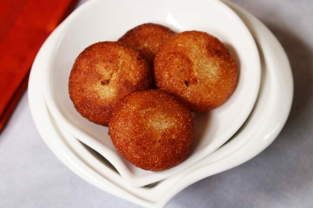 Andhra Rava Appalu or deep-fried discs of Suji Halwa/Semolina Halwa